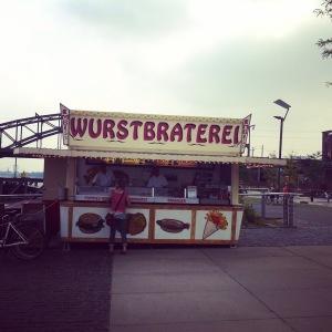 Bekannt aus dem Kölner Tatort: Die Wurstbraterei im Rheinauhafen