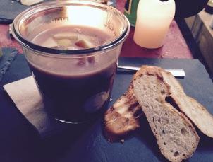 Schmeckt wie bei Omi: Rotkohl-Kartoffel-Suppe mit Äpfeln