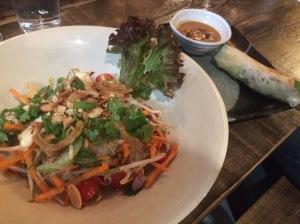 YUMMY! Glasnudelsalat und Sommerrolle im Chum Chay