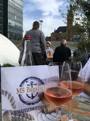 Weingläser auf der MS Bagatelle